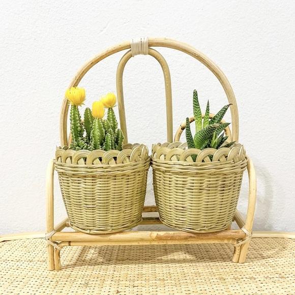 Rattan shelf with baskets